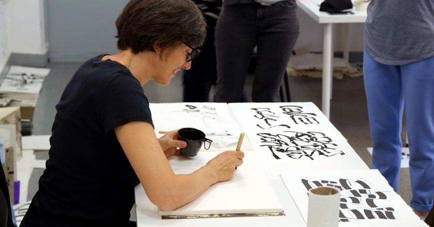 Monica Dengo: l'arte di scrivere a mano